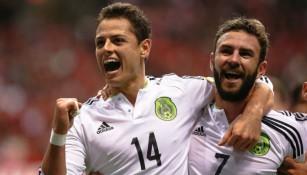 Chicharito Hernández celebra gol contra Canadá