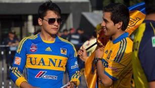 Aficionados de Tigres, antes de ingresar al Azteca