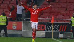 Jiménez celebra un gol con Benfica