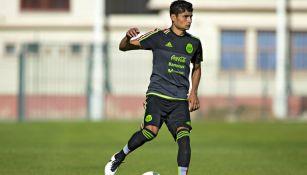 García conduce el esférico en concentración con Selección