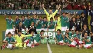 La Selección Sub 17 celebrando su título obtenido en el Mundial de México