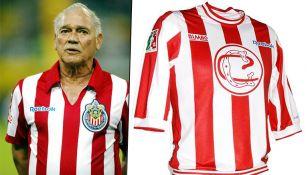 Chava Reyes con la camiseta de su homenaje