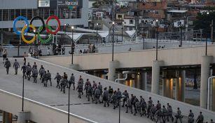 Elementos del ejército brasileño en las inmediaciones del Maracaná