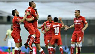 Toluca festeja su gol contra el América