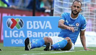 Víctor Vázquez, en juego con Cruz Azul durante el Apertura 2016