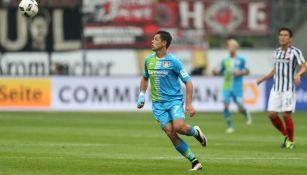Chicharito en el partido contra el Eintracht