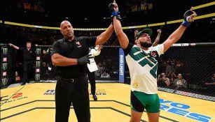 Gastelum celebra su triunfo en UFC 200