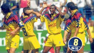 Francois Oman-Biyik celebra un gol con sus compañeros