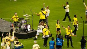 La banda Matute interpreta el himno del Centenario de América