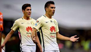 Paolo Goltz festeja su gol con América