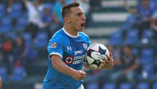 Chaco celebra un gol con Cruz Azul