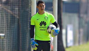 Hugo González durante un entrenamiento con el América