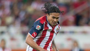 Carlos Peña en un partido de Chivas