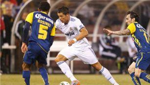 CR7 disputa un balón con Rosinei en el amistoso entre América y Real Madrid en 2010