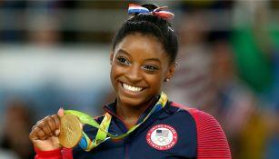 Simone Biles sonríe al obtener Oro en Río 2016