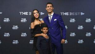 Cristiano Ronaldo con su novia y su hijo en los premios 'The Best'