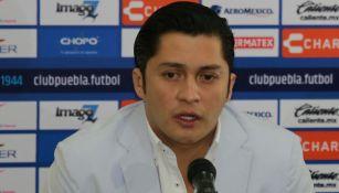Carlos López Domínguez en una conferencia de prensa