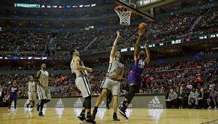 Suns y Spurs dieron un gran partido en la Arena Ciudad de México
