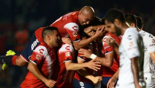Jugadores de Veracruz festeja un gol contra Chiapas