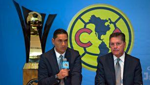 Moisés Muñoz y Ricardo Peláez, en una conferencia de América