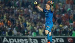 Moisés Muñoz festeja con todo los goles de Chiapas a América