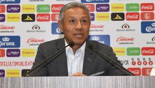 Roberto Hernández, durante conferencia de prensa de Monarcas