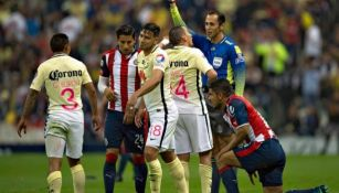Santander amonesta durante el último Clásico Nacional en Copa