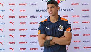 Alan Pulido posa durante el Día de Medios de Chivas