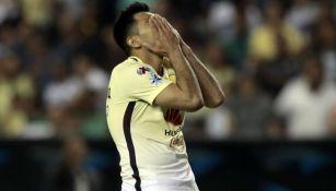 Silvio Romero en lamento en el partido contra León