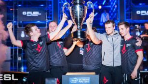 Team Astralis levanta el trofeo del IEM Katowice