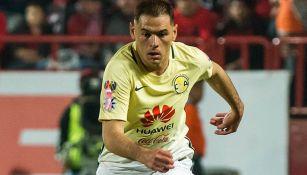 Pablo Aguilar hace por el balón durante el encuentro contra Tijuana