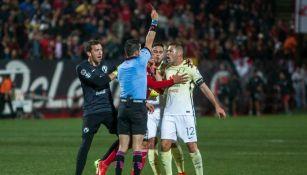 Aguilar es expulsado tras agredir al árbitro
