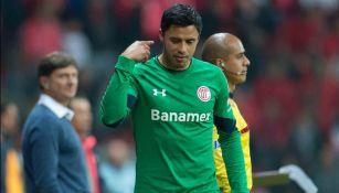 Talavera se marcha molesto tras ser expulsado