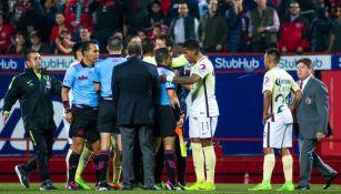 Cuerpo arbitral dialoga con jugadores de América tras altercado