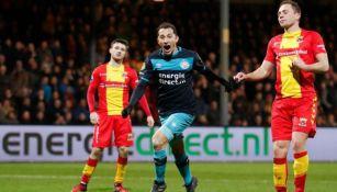 Andrés Guardado celebra su gol con le PSV