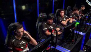 Los jugadores de Infamous, con la frustración de saberse descendidos tras perder contra Dash9