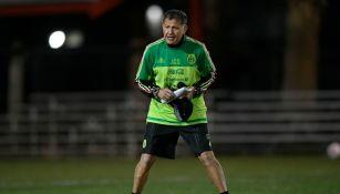 Juan Carlos Osorio durante un entrenamiento del Tri