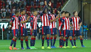 Jugadores de Chivas se reúnen después de un partido