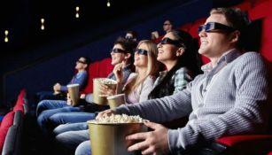 Público disfrutando de una función de cine