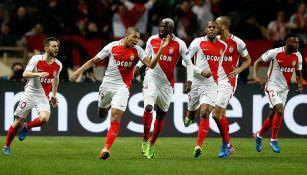 Jugadores del Mónaco festejan gol contra Manchester City