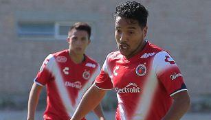 Juan Carlos Mosqueda disputa un juego con la Sub 20 de Veracruz
