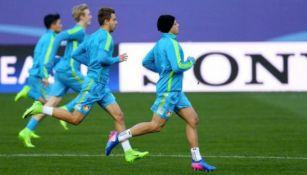 Chicharito durante el entrenamiento del Bayer Leverkusen