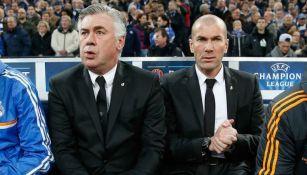 Carlo Ancelotti y Zinedine Zidane, durante un juego de Champions League
