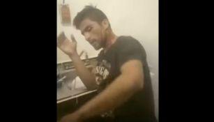 El ladrón se cubre de los golpes durante la grabación