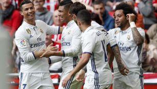 Jugadores del Real Madrid celebran el gol de Casemiro
