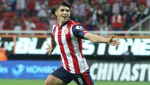 Alan Pulido celebra su gol contra Veracruz en la J11