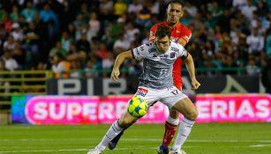 Mauro Boselli aguanta la marca en juego contra Toluca