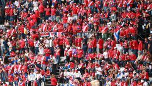 Aficionados a Costa Rica en las gradas del Estadio Azteca
