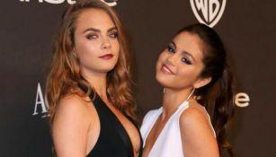 Cara Delevingne posa junto a Selena Gomez en Golden Globes