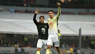 Diego Lainez y Edson Álvarez saludan a la afición